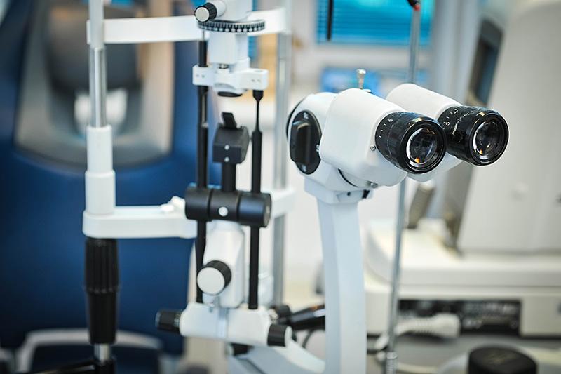 Biomikroskop uređaj za pregled detalja očesa